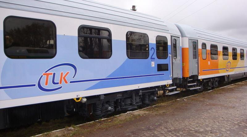 1280px-Wagony_pociągu_TLK_PKP_IC