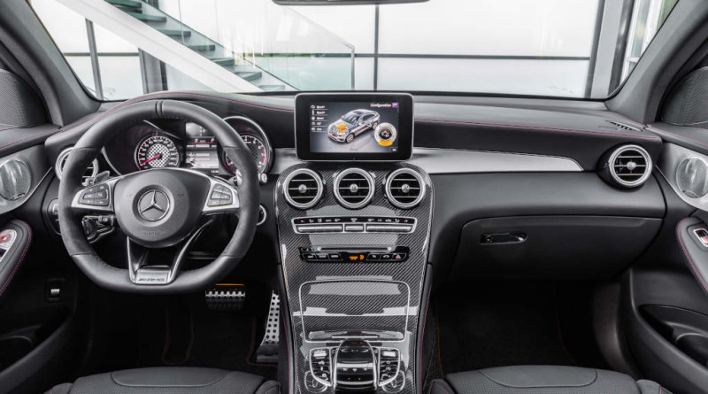 Mercedes-AMG GLC 43 4MATIC Coupé, Outdoor, 2016; Interieur: Leder Schwarz, AMG Zierelemente Carbon ;Kraftstoffverbrauch kombiniert:  8,4 l/100 km, CO2-Emissionen kombiniert: 192 g/km  Mercedes-AMG GLC 43 4MATIC Coupé, outdoor, 2016; interior: leather black, AMG carbon-fibre trim parts; Fuel consumption, combined:   8.4 l/100 km, CO2 emissions, combined:  192 g/km