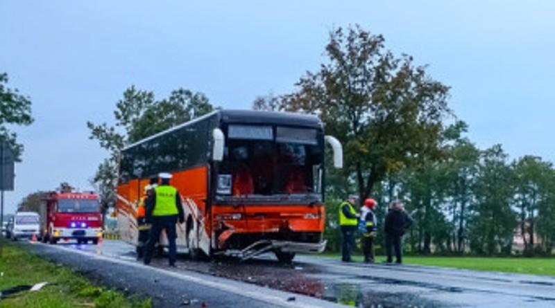 wypadek-autobus-700x445