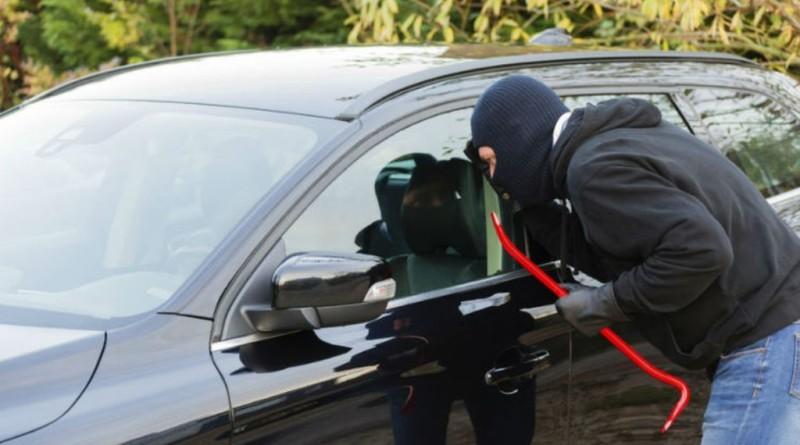 złodziej samochód policja