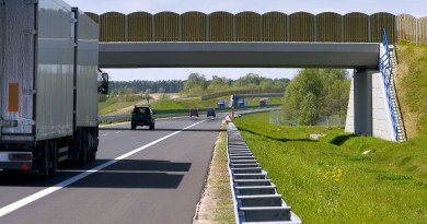 Policjanci uratowali zdesperowaną 23-latkę, która chciała odebrać sobie życie skacząc z wiaduktu autostrady A2!