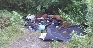 odpady-porzucone-na-drodze-dojazdowej-do-fortu-v-przy-ul-lechickiej,pic1,1002,109030,175125,with-ratio,16_9