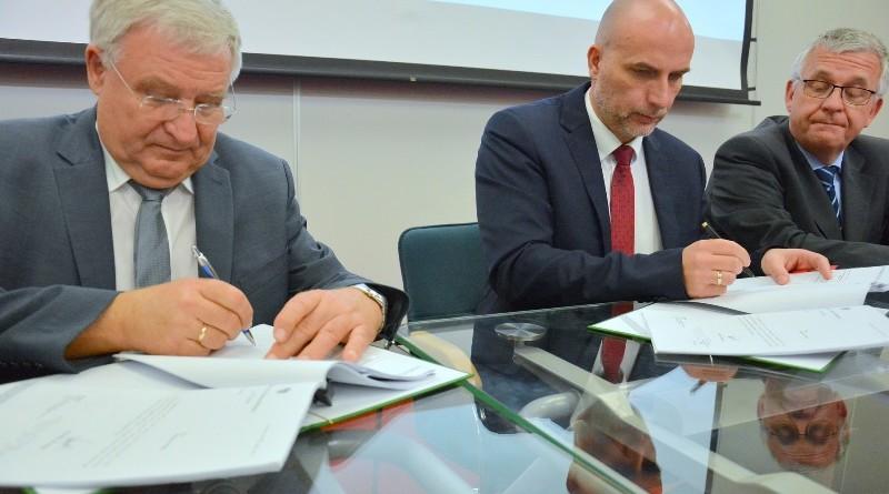 podpisano-umowe-dotyczaca-przekazania-ponad-241-mln-zl-poznanskiemu-aquanetowi,pic1,1016,111093,179951,show2