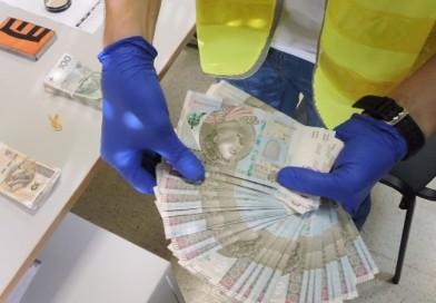 Do domu dilerów narkotykowych wkroczyła policja! Zabezpieczono ponad kilogram amfetaminy oraz 130 000zł w gotówce!