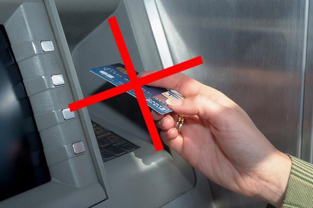 bankomat-karta-reka-zakaz-ts-660